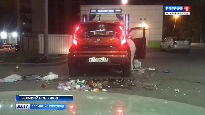 В новгородской ГИБДД прокомментировали  неадекватное поведение женщины-водителя, которая была задержана ночью 19 мая