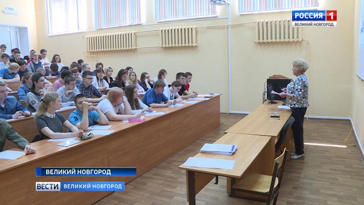 Новгородцы написали Всероссийский химический диктант